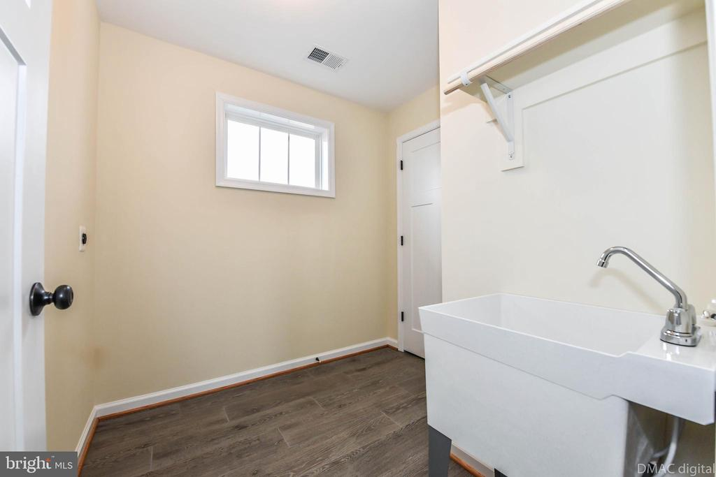 Tiled laundry room with closet - 4802 COWMANS CT NORTH, MOUNT AIRY