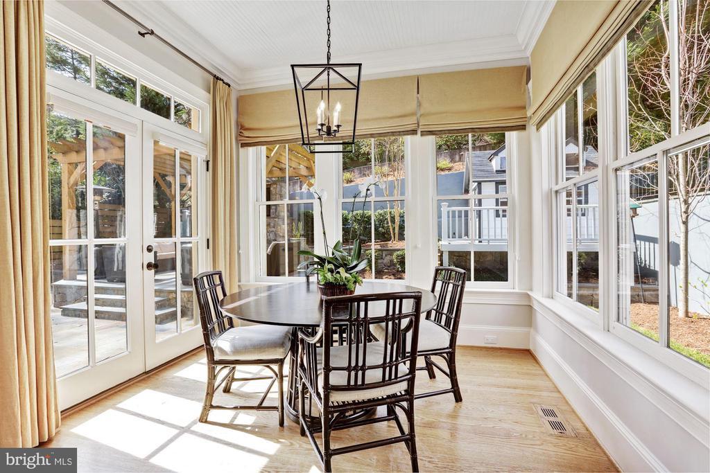 Sunny Breakfast Room - 2330 N VERMONT ST, ARLINGTON