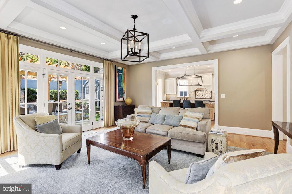 Family Room with French Doors that Lead to Rear - 2330 N VERMONT ST, ARLINGTON