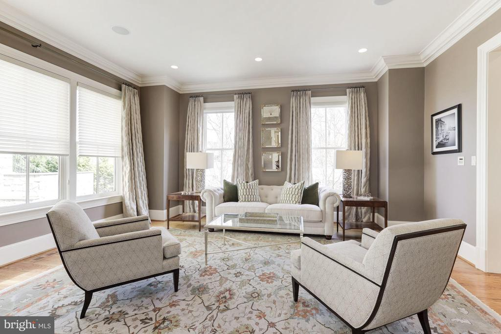 Formal Living Room with Custom Window Treatments - 2330 N VERMONT ST, ARLINGTON