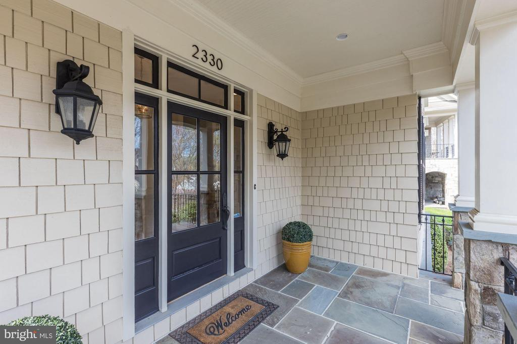 Front Entry - 2330 N VERMONT ST, ARLINGTON