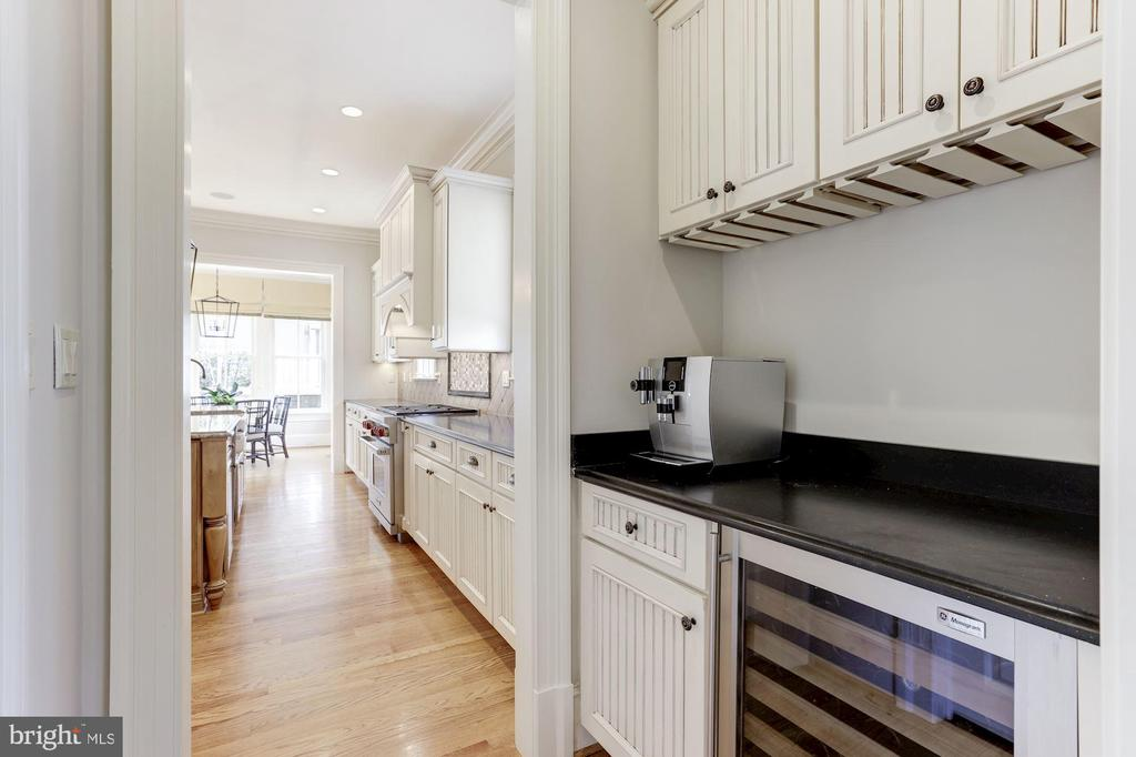 Butlers Pantry with Beverage Refrigerator - 2330 N VERMONT ST, ARLINGTON