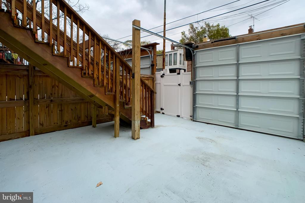 Private Garage - 1215 TRINIDAD AVE NE, WASHINGTON