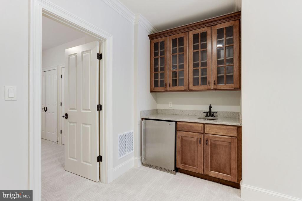 Lower Level Wet Bar with Refrigerator - 2330 N VERMONT ST, ARLINGTON