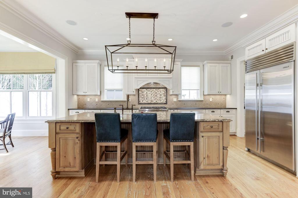Oversized  Kitchen Island with Seating - 2330 N VERMONT ST, ARLINGTON