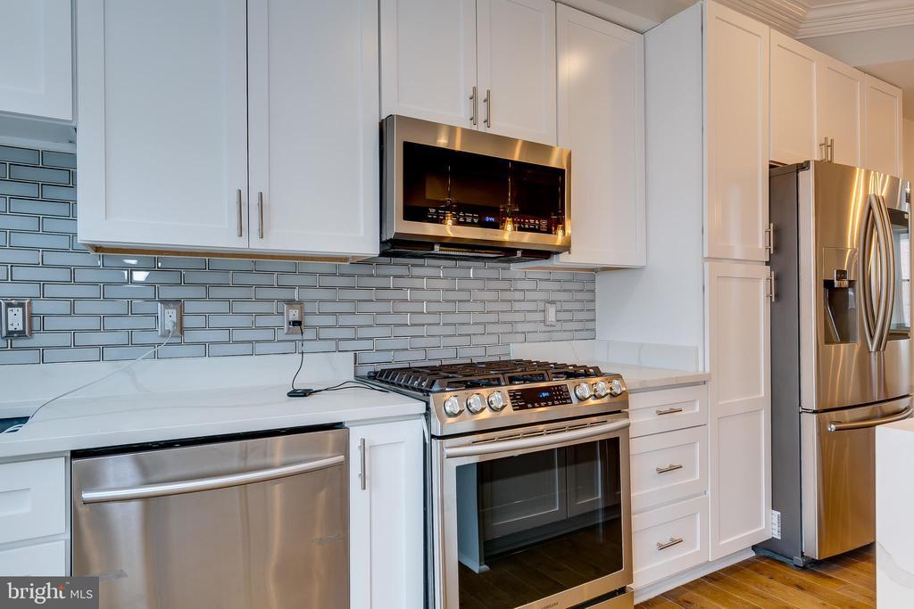Stainless Steel Appliances - 1215 TRINIDAD AVE NE, WASHINGTON
