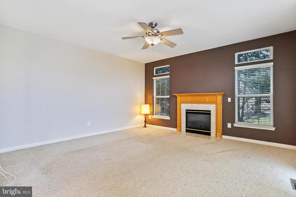 LARGE FAMILY ROOM WITH GAS FP - 202 JENNINGS CT SE, LEESBURG