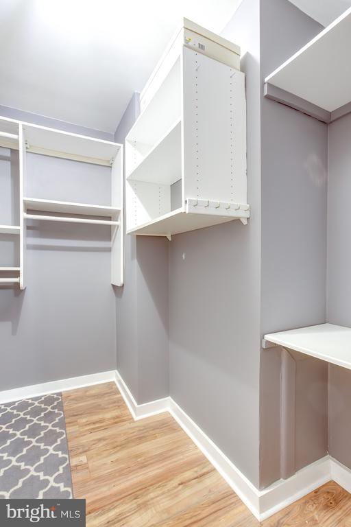 Master Closet System - 1948 KENNEDY DR #101, MCLEAN