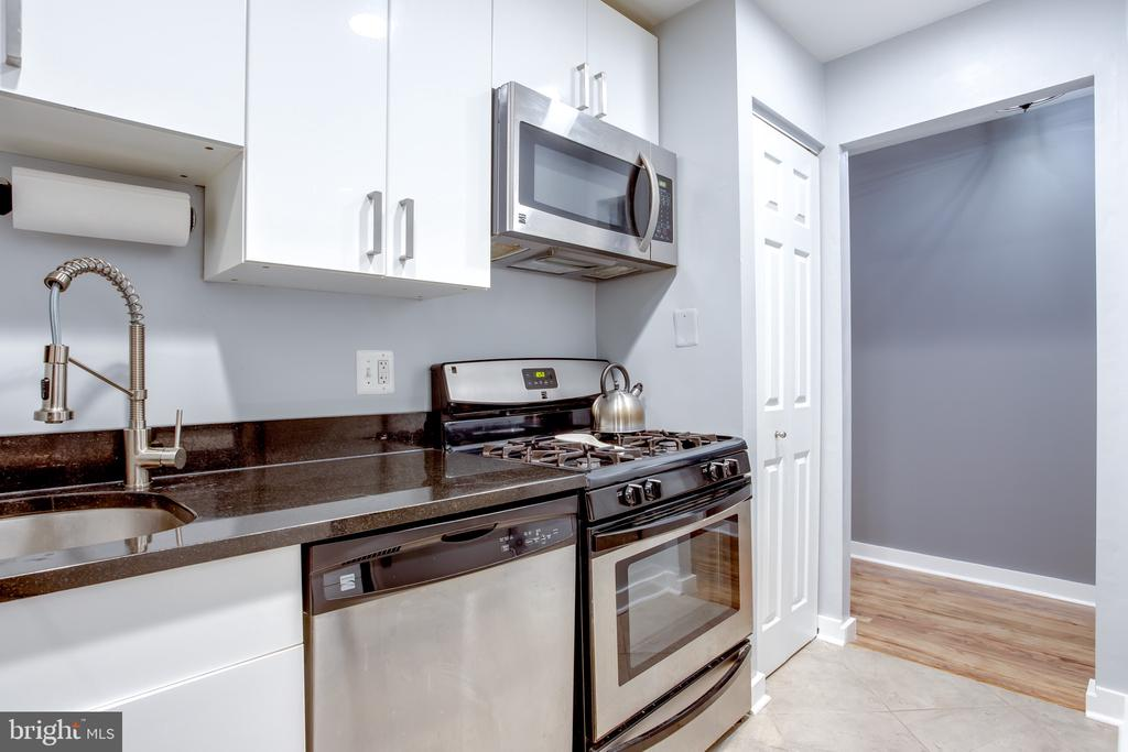 Kitchen Updated 2016, SS and Black Granite - 1948 KENNEDY DR #101, MCLEAN