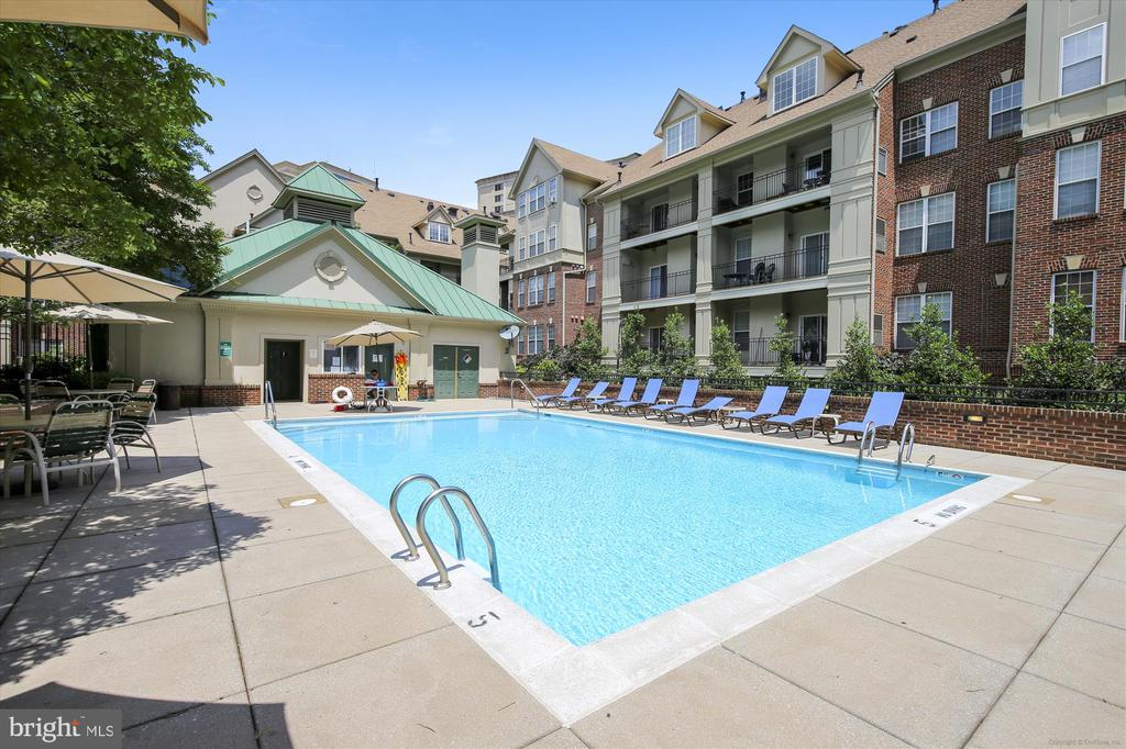 Community pool - 1321 N ADAMS CT #308, ARLINGTON