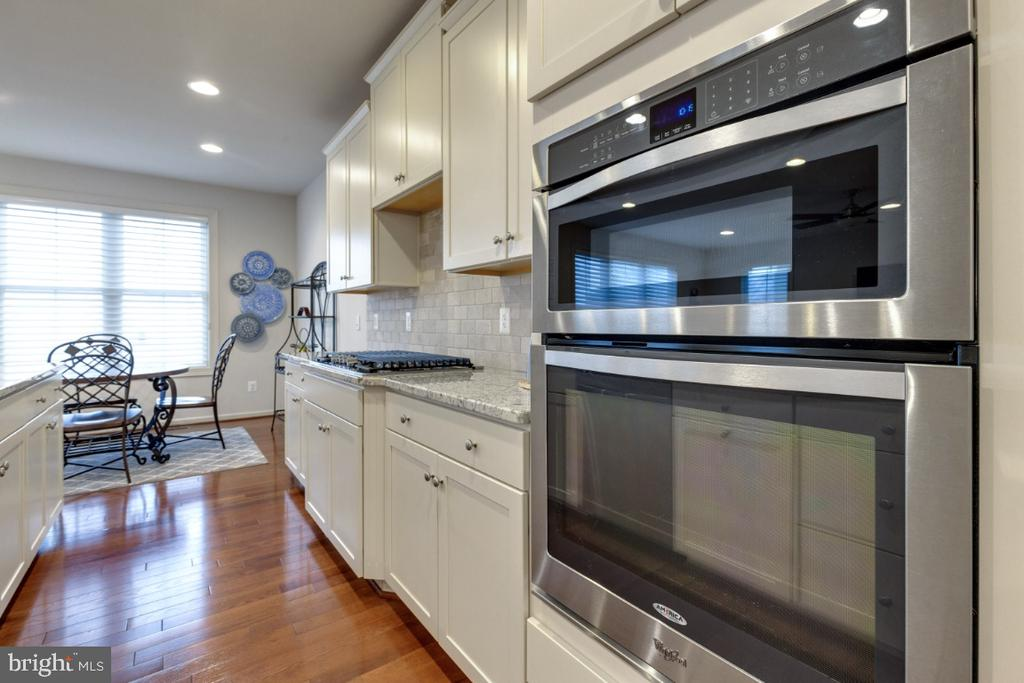 Stainless Steel Appliances - 23578 PROSPERITY RIDGE PL, BRAMBLETON
