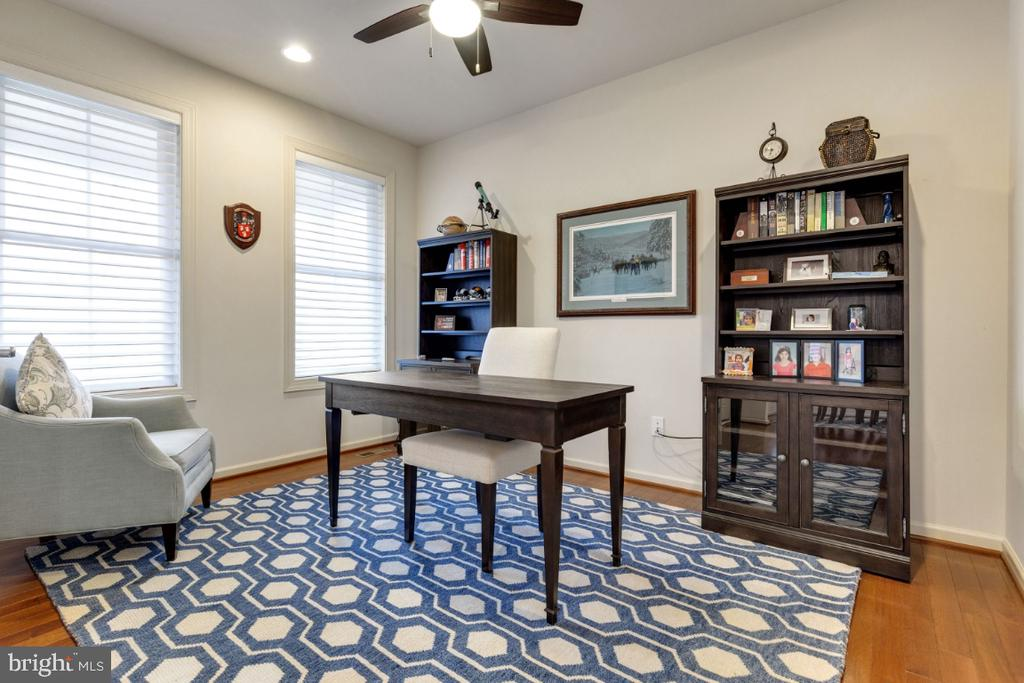 Great Home Office - 23578 PROSPERITY RIDGE PL, BRAMBLETON