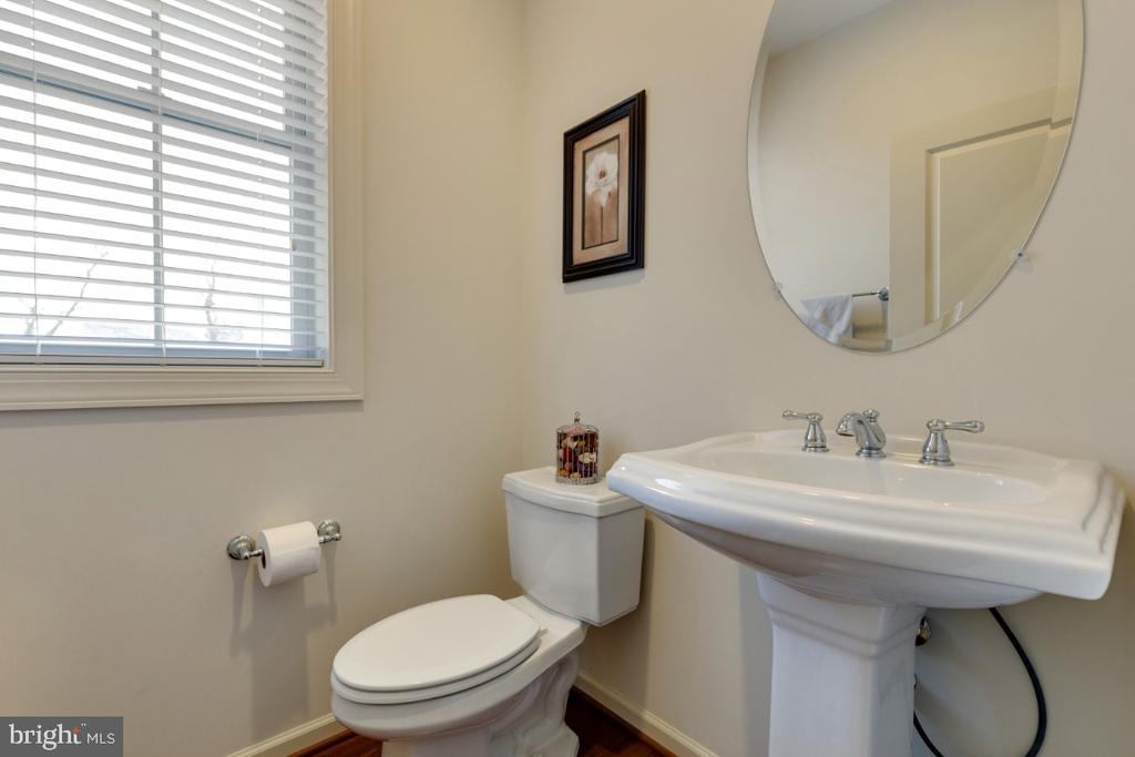 Half Bathroom - 23578 PROSPERITY RIDGE PL, BRAMBLETON