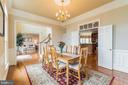 Crown molding, chair rail, chandelier in dining rm - 25543 THORNBURG CT, CHANTILLY