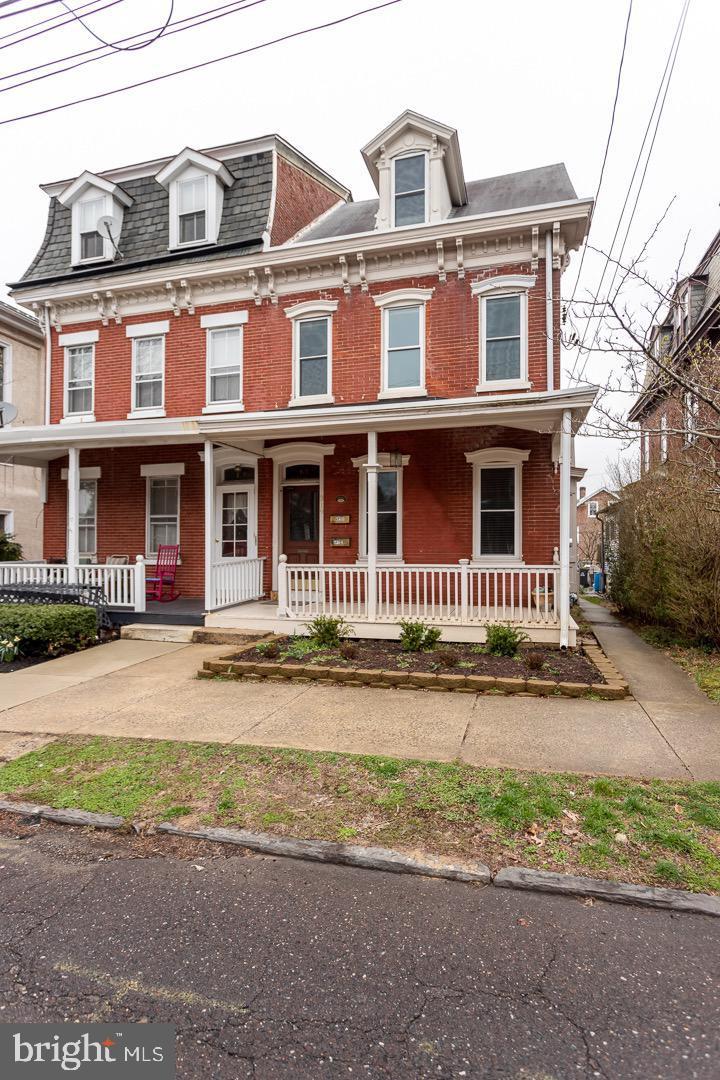 Property のために 賃貸 アット 319 GAY ST #UNIT 1 Phoenixville, ペンシルベニア 19460 アメリカ
