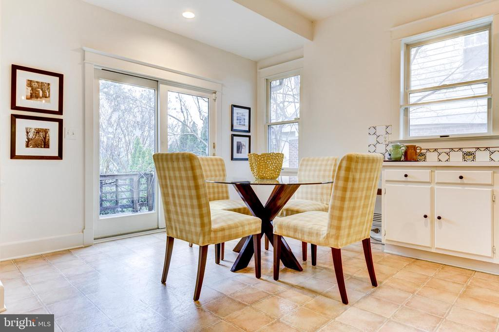 Breakfast area with exit to rear deck and garden - 3715 BRADLEY LN, CHEVY CHASE