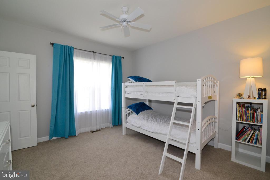 3nd bedroom on upper level - 55 STONE OAK PL, ROUND HILL