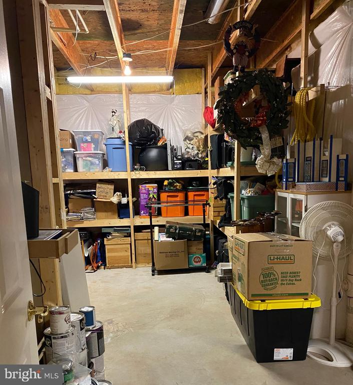 Second half of storage room, room for A LOT! - 25543 THORNBURG CT, CHANTILLY