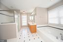 Soaking Tub and Separate Shower - 6126 MARINEVIEW RD, KING GEORGE
