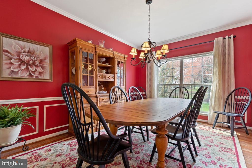 Formal Dining Room with Upgraded Moldings - 215 ALPINE DR SE, LEESBURG