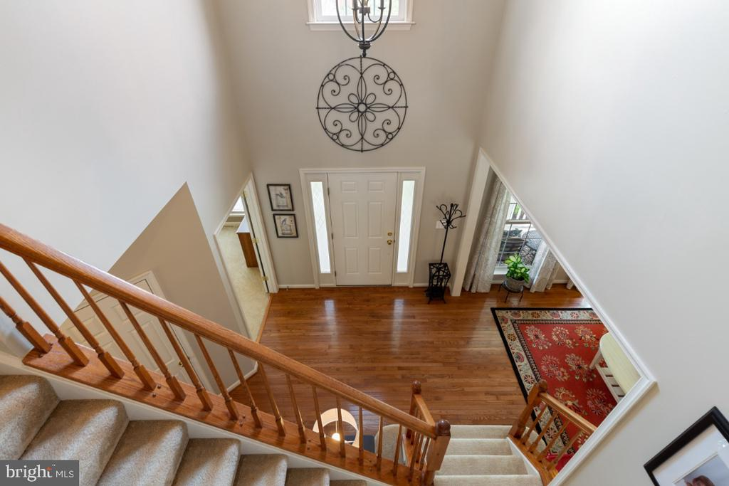 Staircase View to Main Level - 215 ALPINE DR SE, LEESBURG