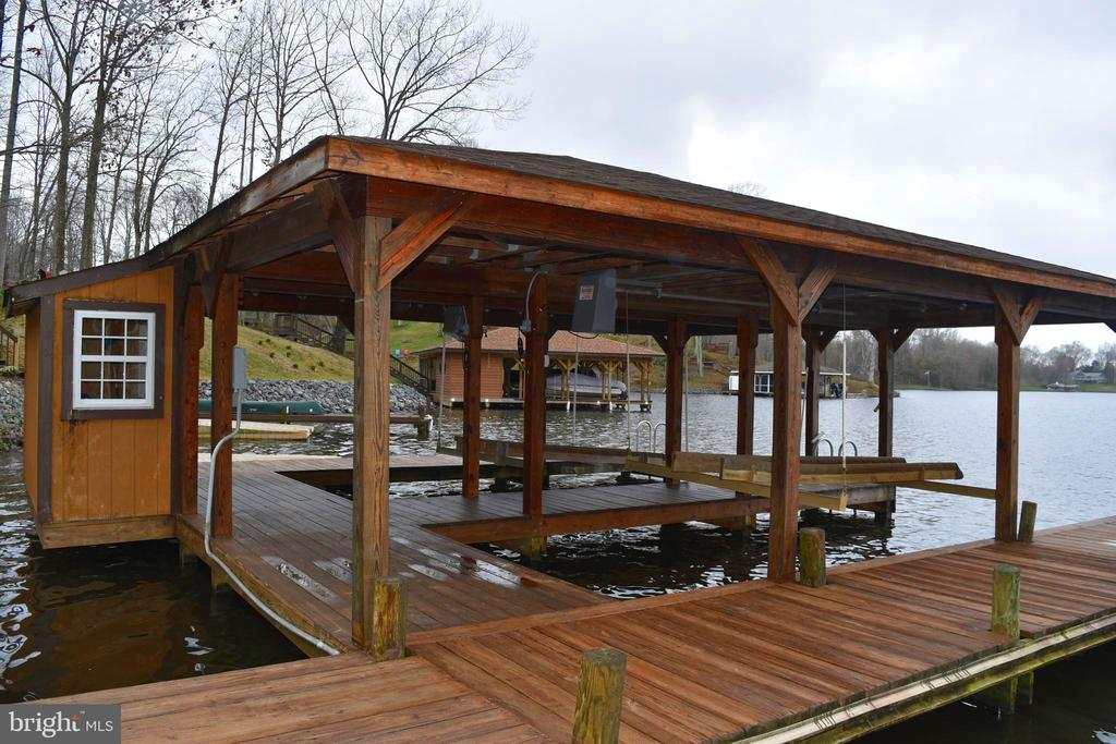 Boat House with two Slips with electric lifts - 6220 BELMONT RD, MINERAL