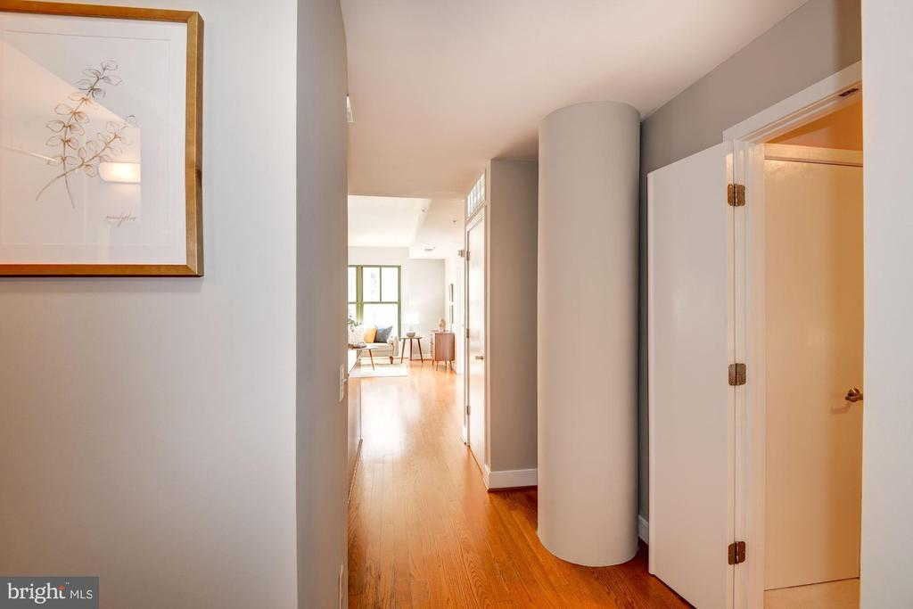 Foyer - Hardwood Floors - 910 M ST NW #525, WASHINGTON