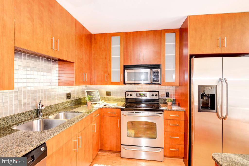 Kitchen - Stainless Steel Appliances! - 910 M ST NW #525, WASHINGTON