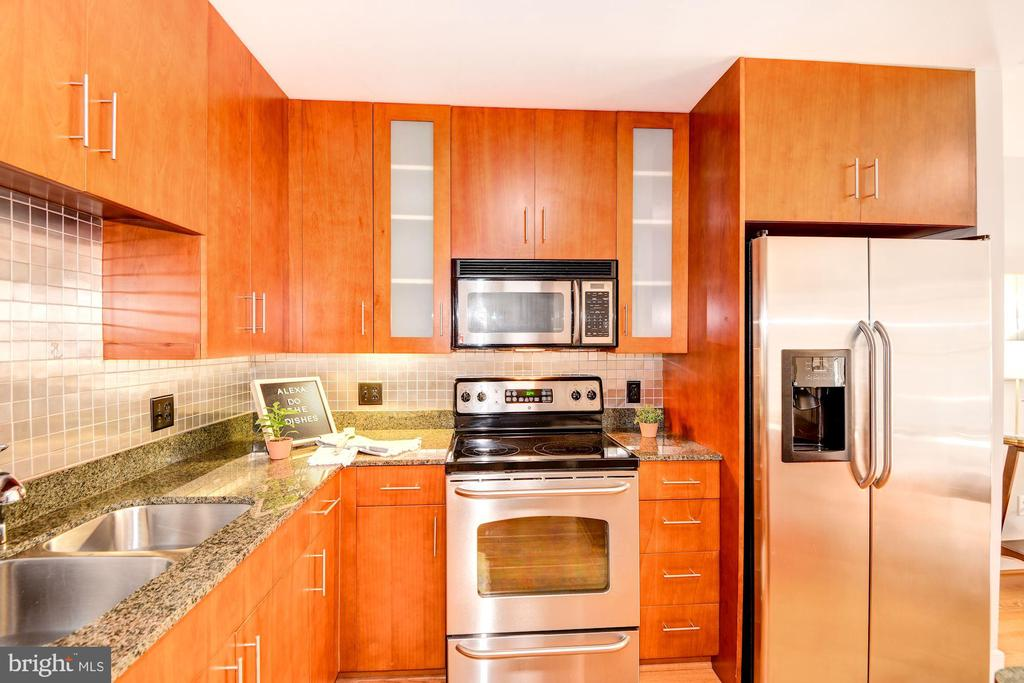 Kitchen - Granite Counter Tops! - 910 M ST NW #525, WASHINGTON