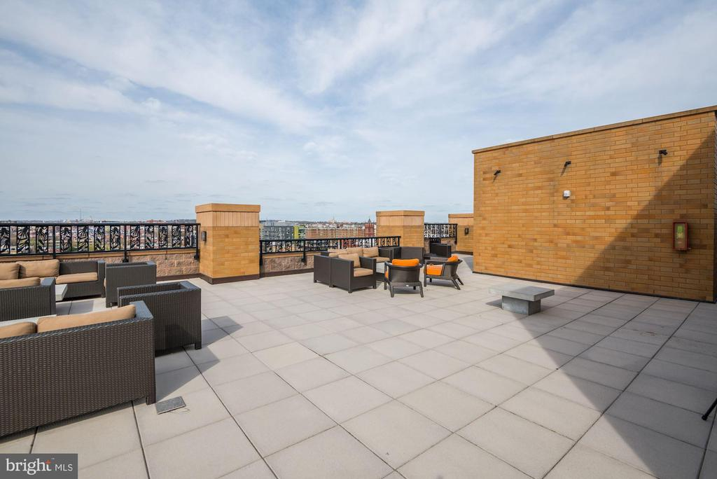 Rooftop Deck - Numerous Places to Lounge & Relax! - 910 M ST NW #525, WASHINGTON