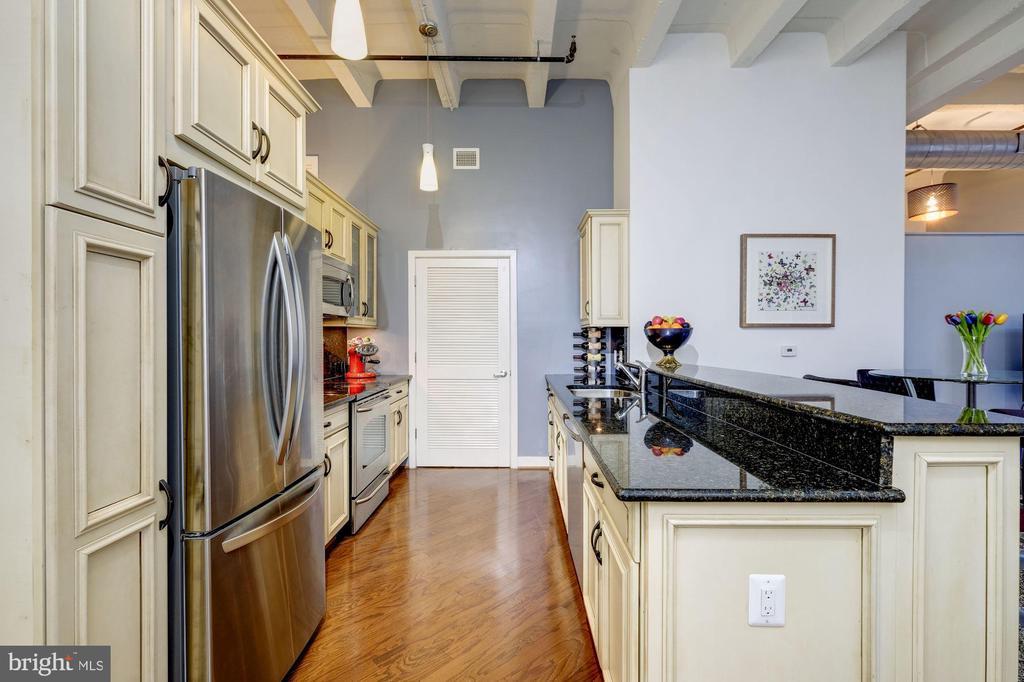 Acres of counter top area! - 1701 KALORAMA RD NW #206, WASHINGTON