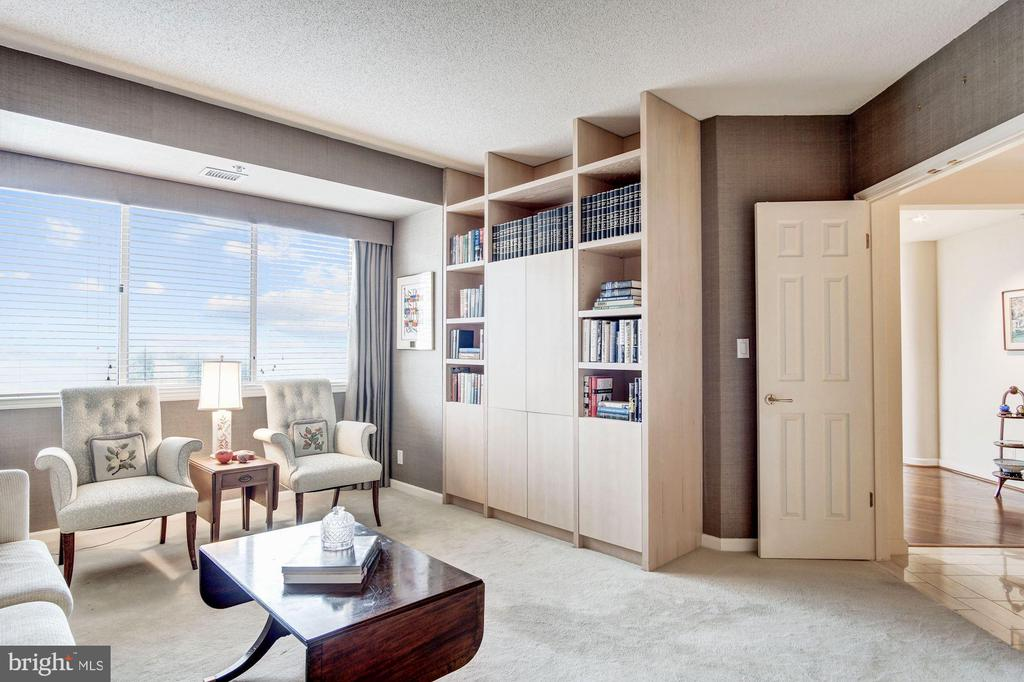 Den with built-in shelves and cabinetry - 5600 WISCONSIN AVE #1408, CHEVY CHASE