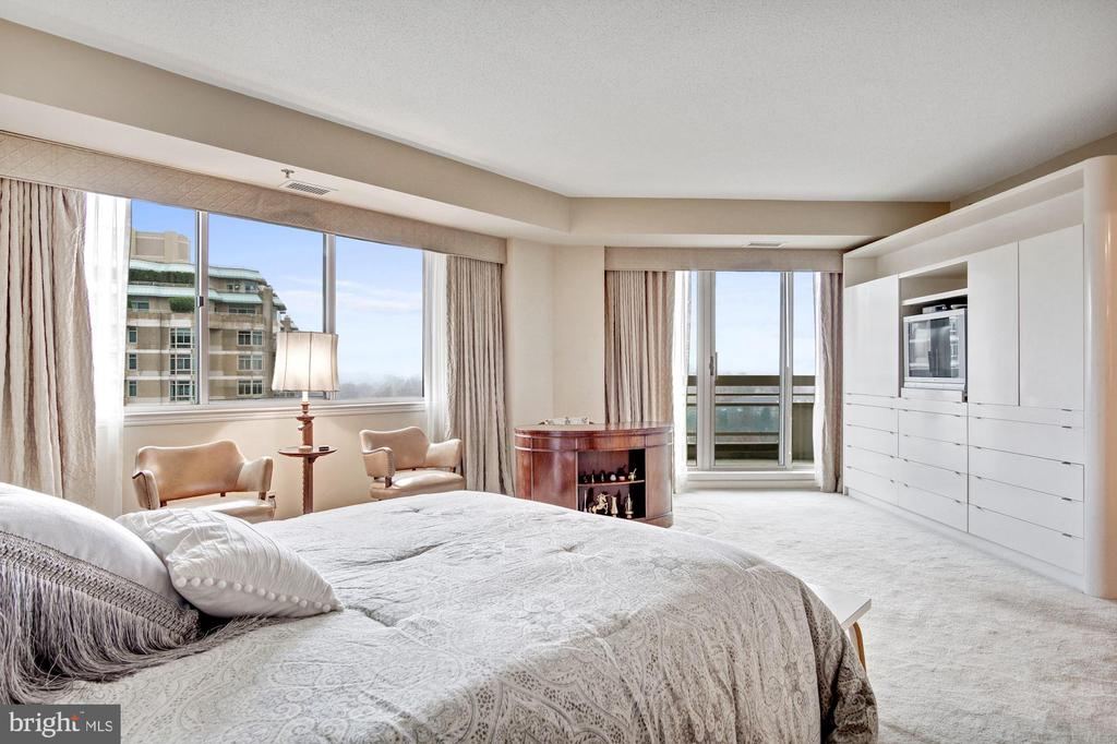 Master bedroom with private balcony - 5600 WISCONSIN AVE #1408, CHEVY CHASE