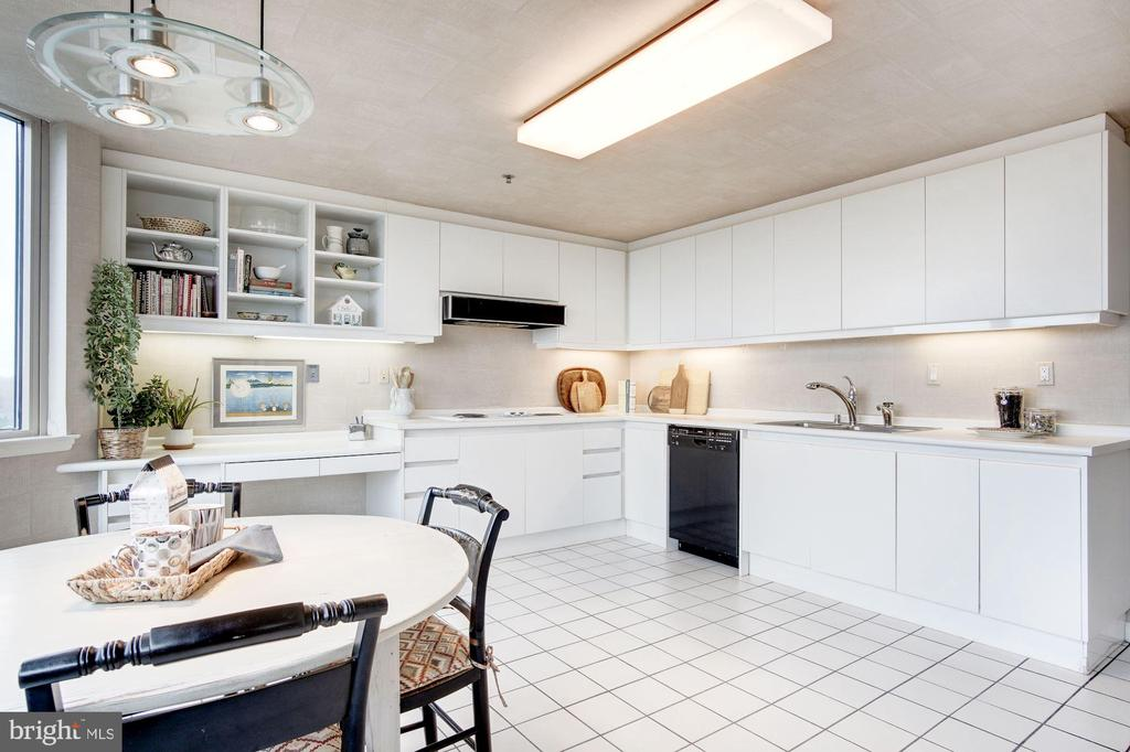 Spacious kitchen - 5600 WISCONSIN AVE #1408, CHEVY CHASE