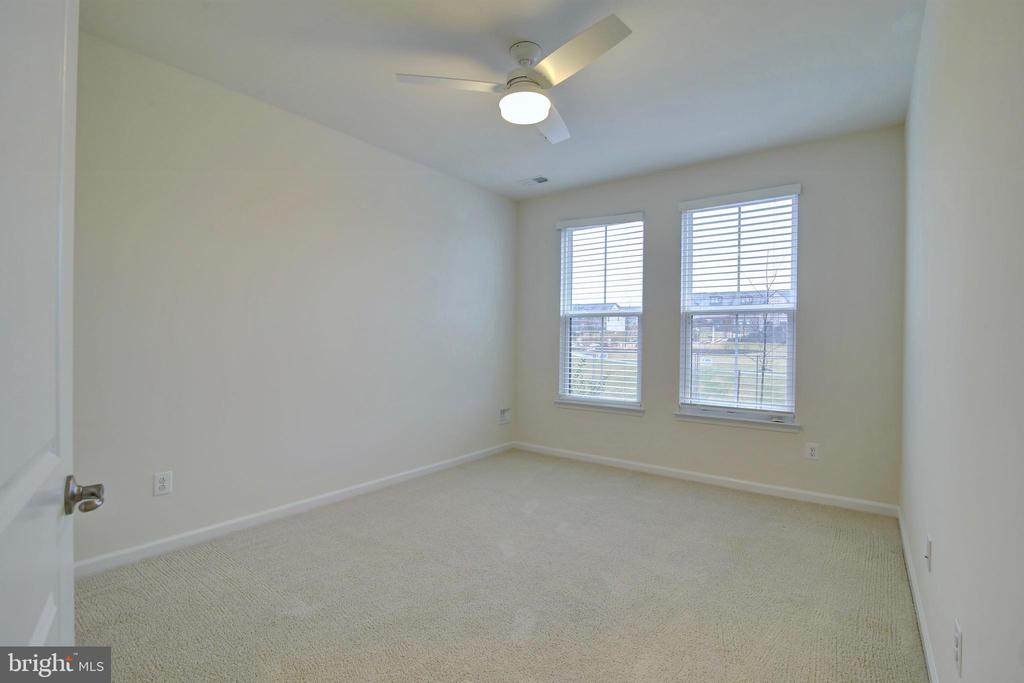 1st floor bedroom on entry level floor - 43400 THREE FORKS TER, ASHBURN