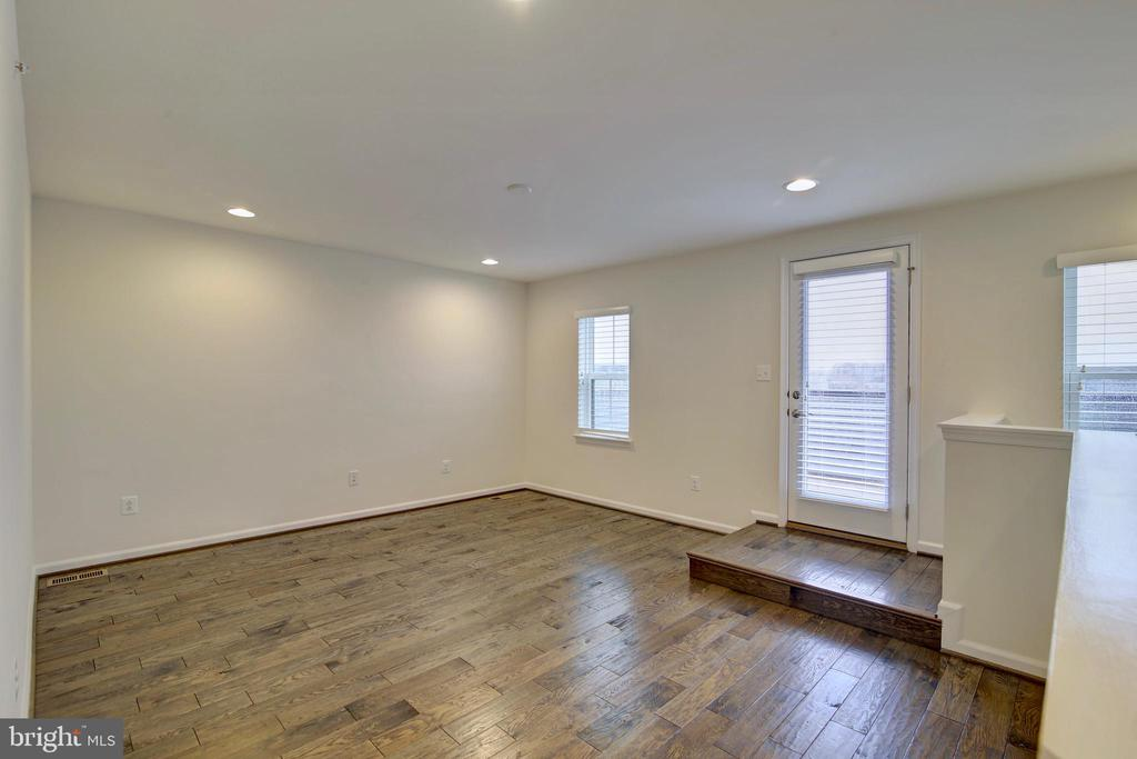 Open loft  with handscraped hardwood - 43400 THREE FORKS TER, ASHBURN