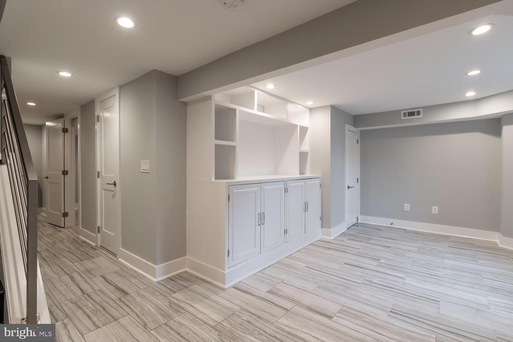 Lower Level Family Room - 1421 NORTH CAROLINA AVE NE, WASHINGTON