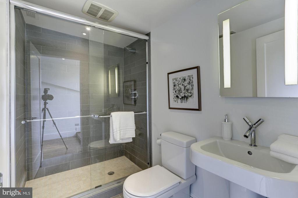 3rd Full Bath - 420 RIDGE ST NW, WASHINGTON