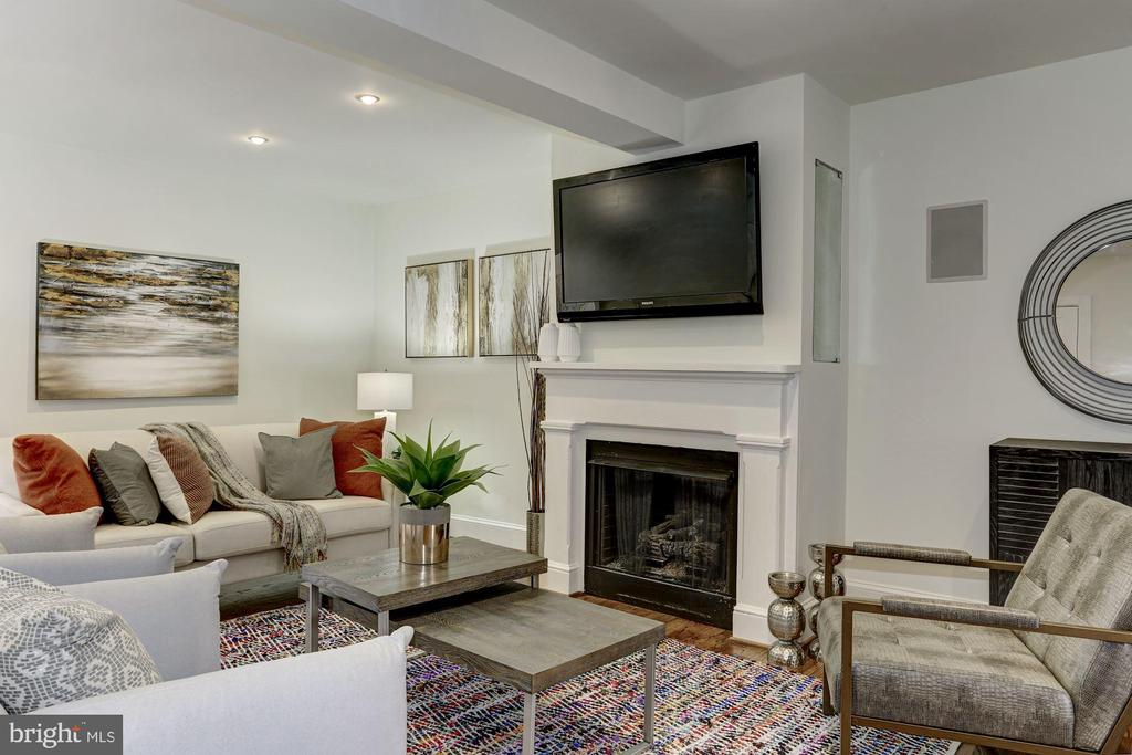 Gas Fireplace and TV conveys. - 420 RIDGE ST NW, WASHINGTON