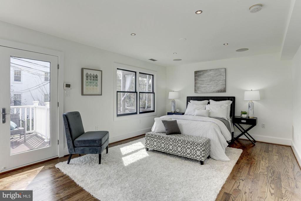 Bright 19x12 Primary Suite - 420 RIDGE ST NW, WASHINGTON