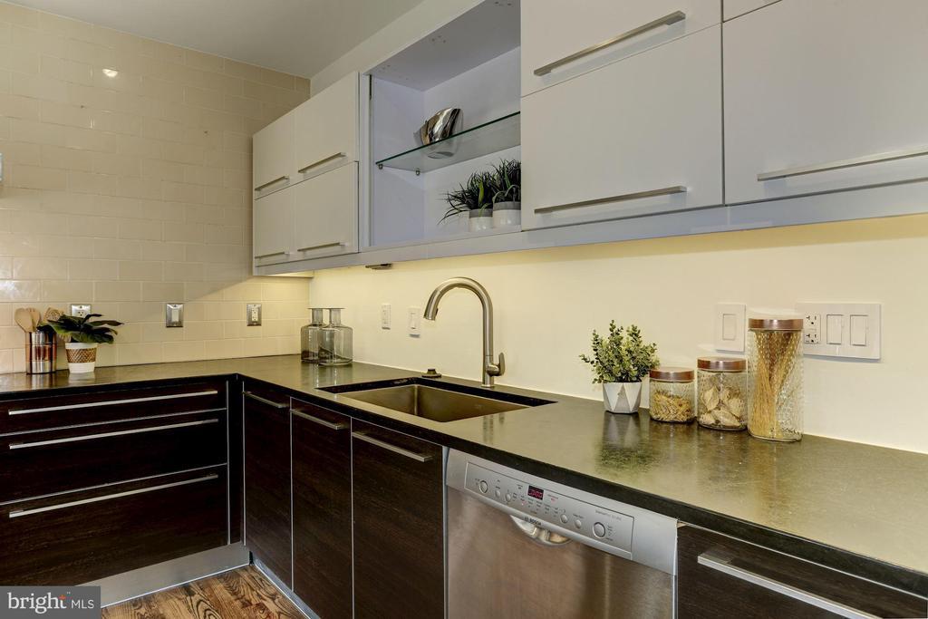 Bosch SS dishwasher, range and oven. - 420 RIDGE ST NW, WASHINGTON