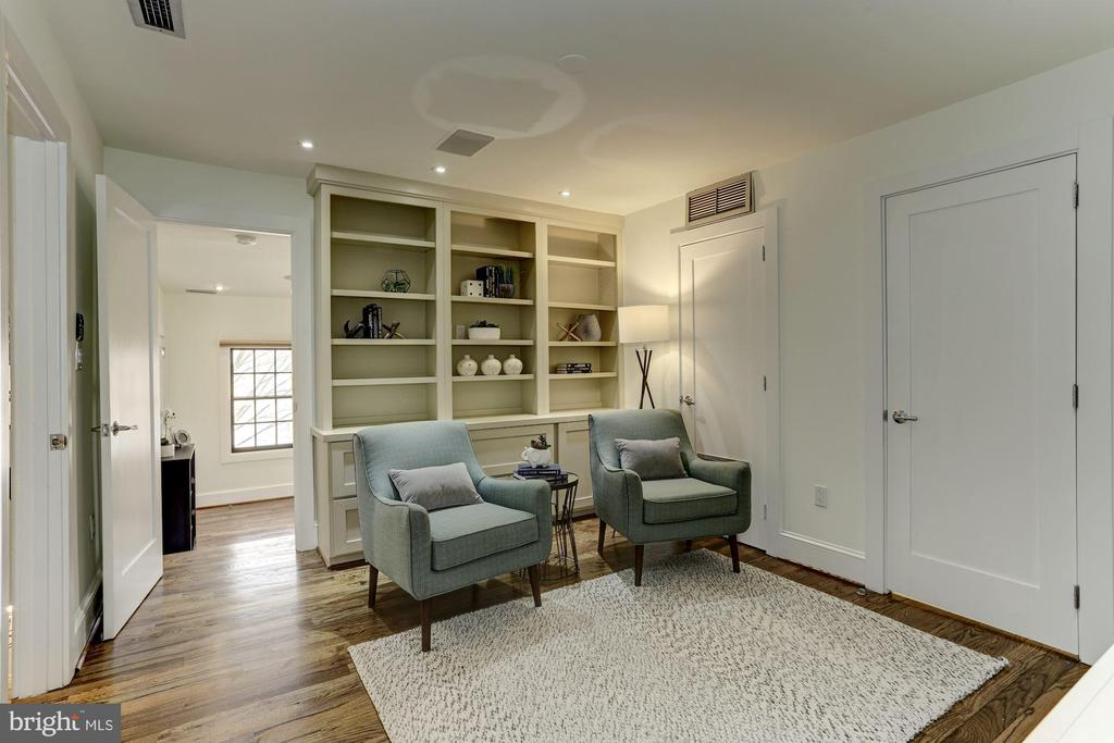 Second floor Study at top of stairs. - 420 RIDGE ST NW, WASHINGTON