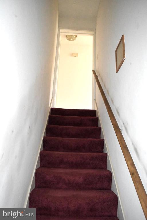 Stairs up to main level - 6220 BELMONT RD, MINERAL