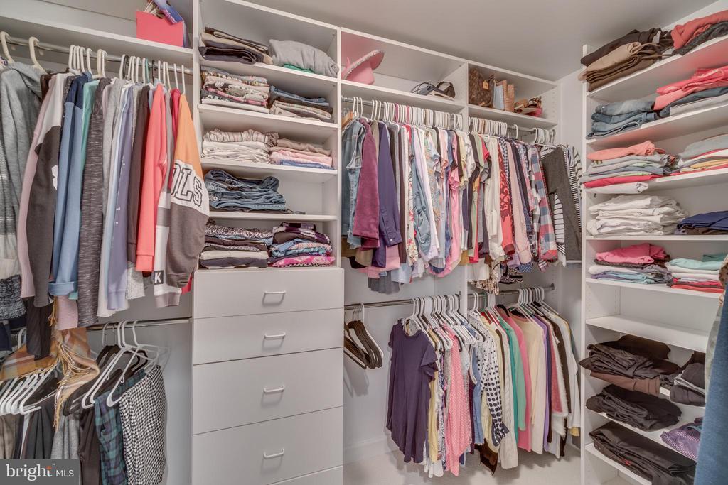Master bedroom closet - 20464 SWAN CREEK CT, STERLING