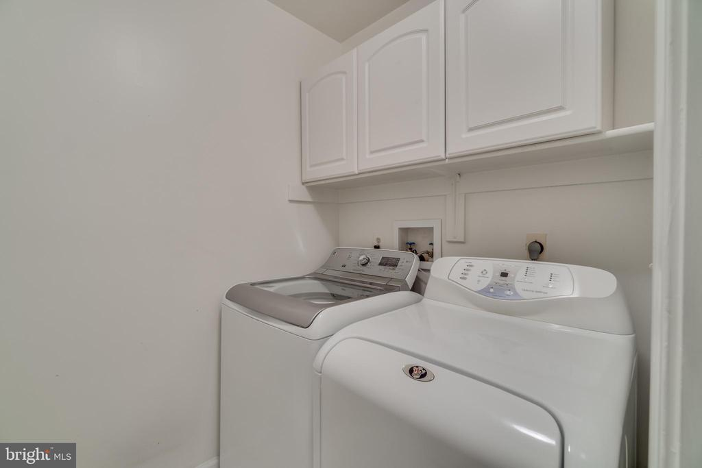 Laundry room on upper level - 20464 SWAN CREEK CT, STERLING