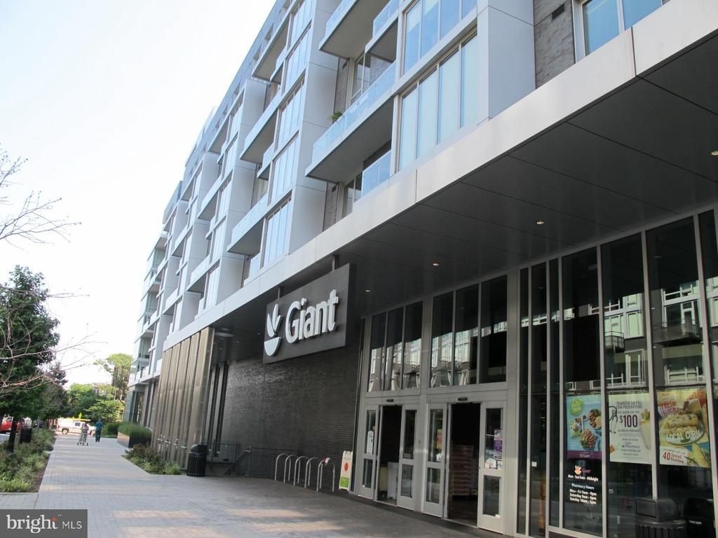 5 blocks to Giant at 8th/O St - 420 RIDGE ST NW, WASHINGTON