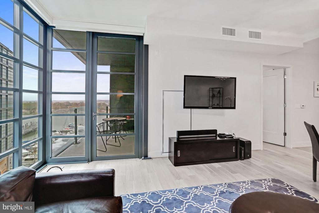 The perfect spot to relax at home - 45 SUTTON SQ SW #704, WASHINGTON