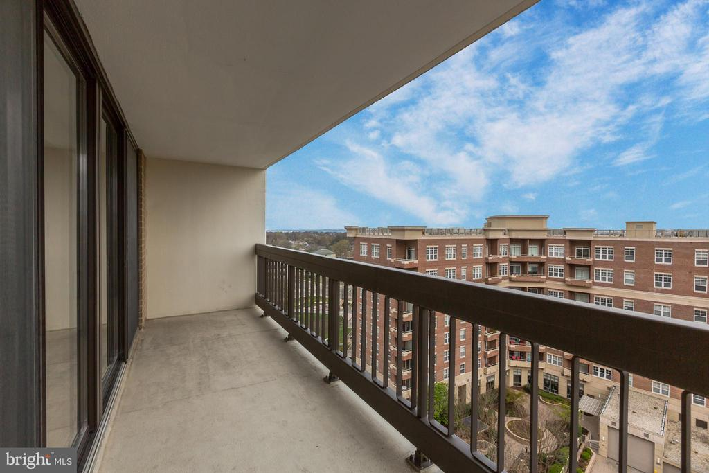 Huge Terraces with Sweet Views - 3800 FAIRFAX DR #1014, ARLINGTON