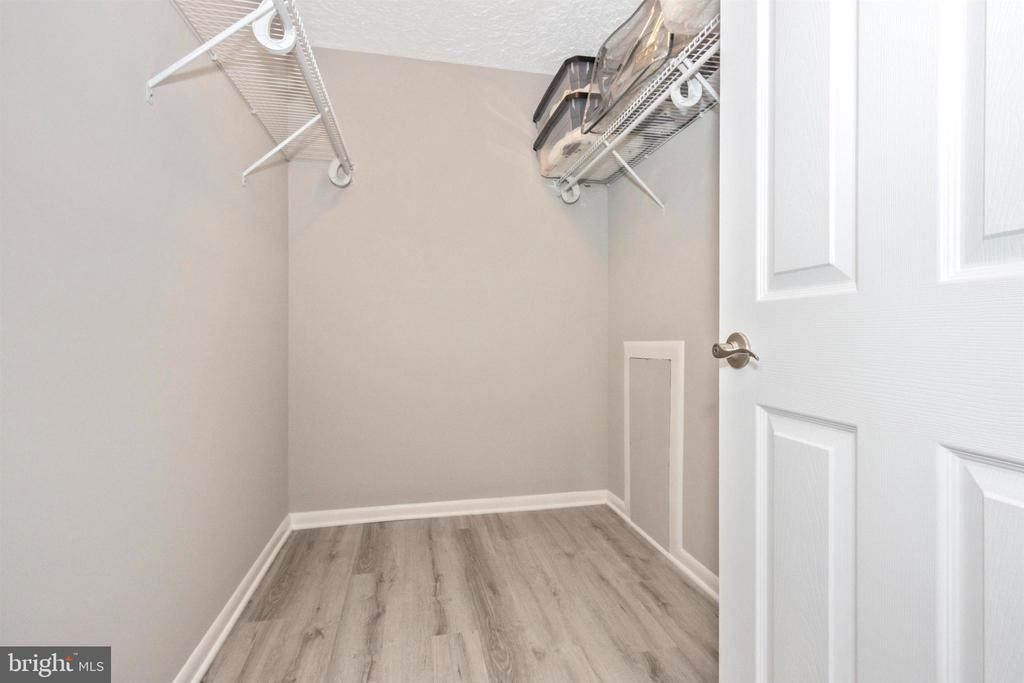Master Walk In Closet - 6929 CLEARWIND CT #B, BALTIMORE