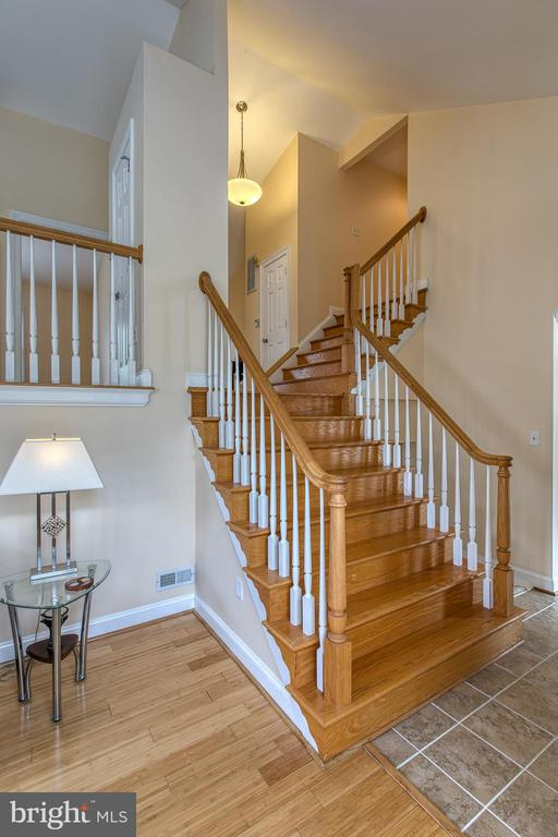 Stairs from living room to kitchen - 5 EMERSON CT, STAFFORD